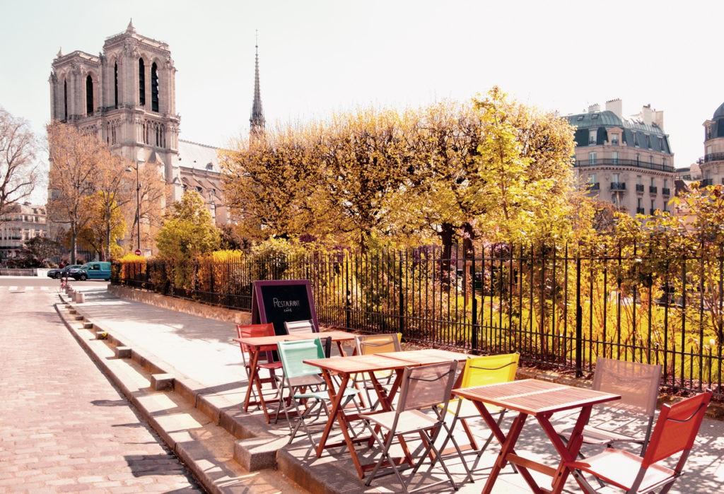 outdoor-cafe-notre-dame-paris